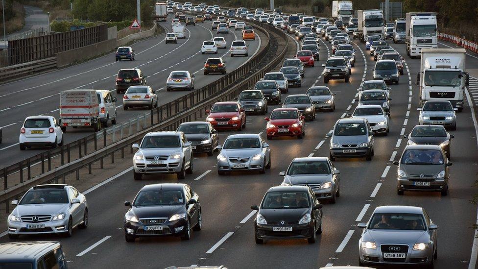 Los automóviles son uno de los principales emisores de dióxido de carbono.