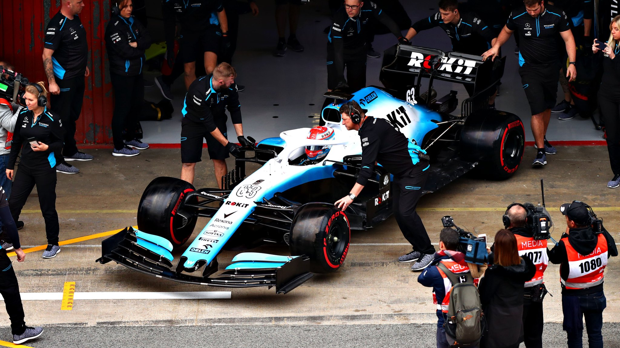 Williams' late start to testing 'embarrassing'