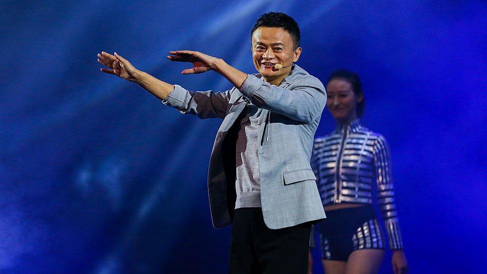 Al multimillonario presidente de Alibabá le encanta cantar y actuar.
