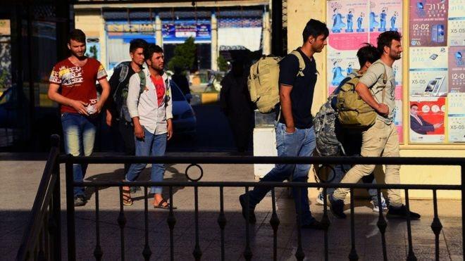 ایران: د بندیزونو له کبله ښايي افغان کډوال وایستل شي