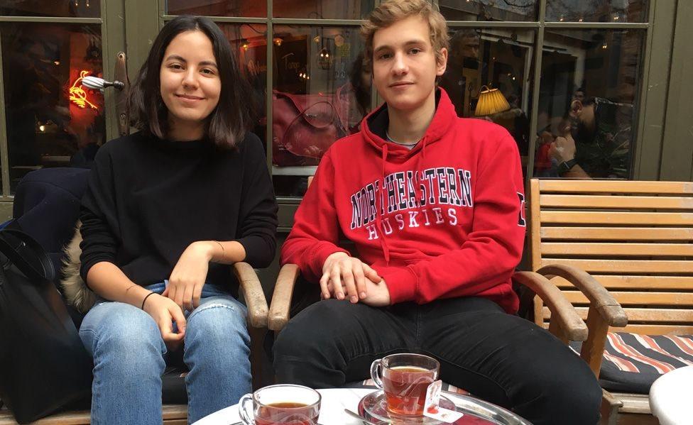 الطالبان إديل كاكمور (يسارا) و أردا هورباس