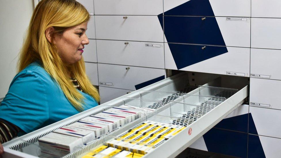 Un cajón de medicinas semivacío en una farmacia de Caracas en mayo de 2016