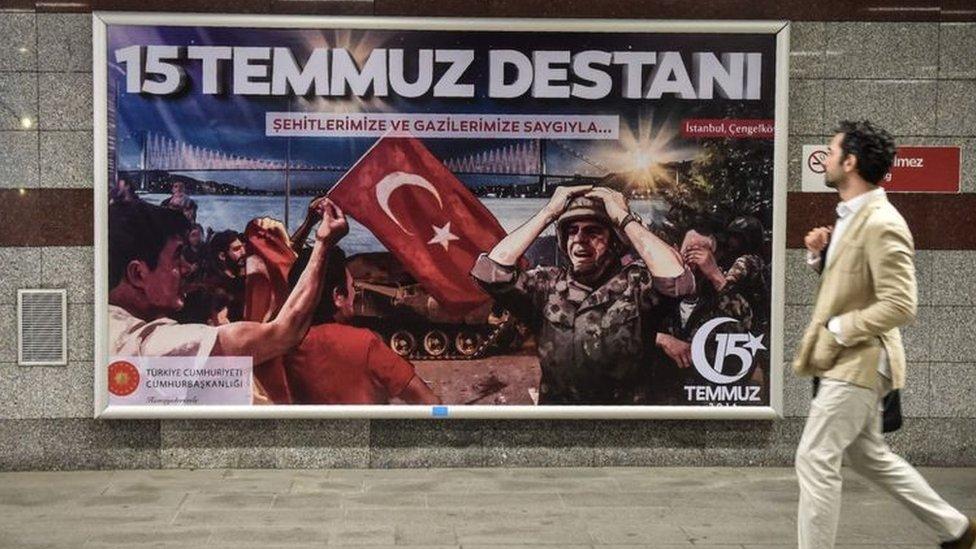 لافتة تظهر فشل الانقلاب يوم 15 يوليو 2016