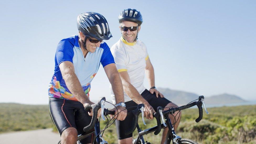 Los aficionados al ciclismo muchas veces tratan de lucir como sus ídolos de las competencias.