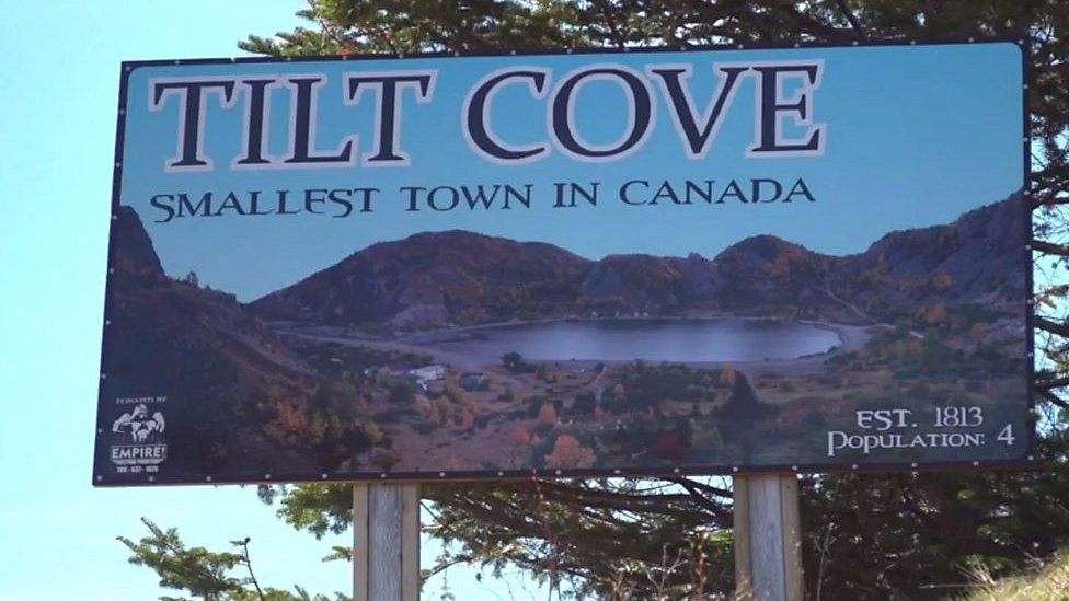 Cartel de bienvenida a Tilt Cove