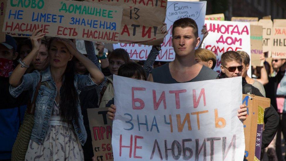 Б'є, значить сяде: Україна отримала нові закони проти домашнього насильства