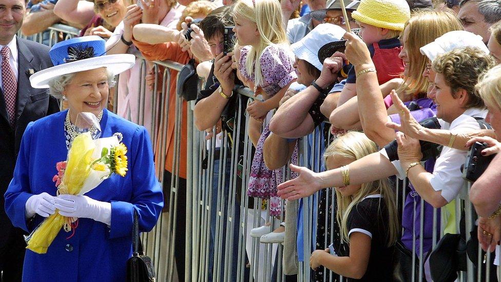 La reina Isabel II durante una visita a Nueva Zelanda en 2002.