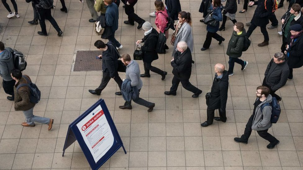 http://c.files.bbci.co.uk/B141/production/_103377354_employment.jpg