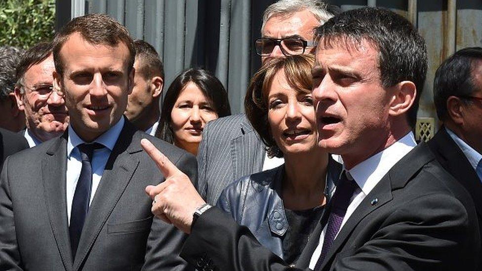 Présidentiel en France: Valls vote Macron
