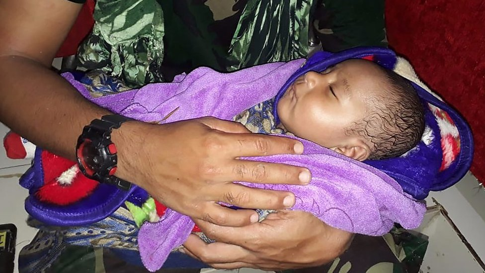 Indonesia floods: Baby rescued from underneath collapsed building