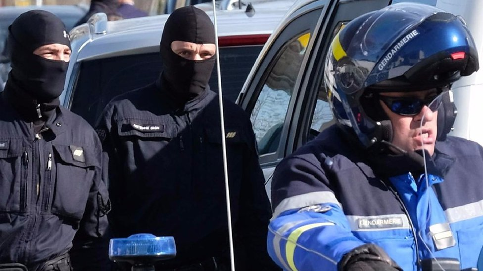 France hostage crisis: Moment police closed in on attacker