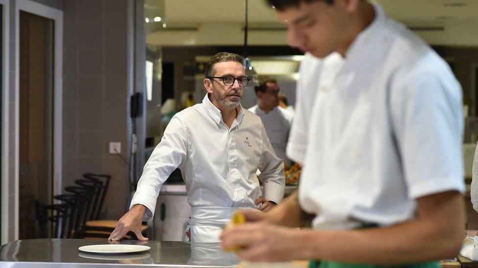 Sebastien Bras en la cocina.