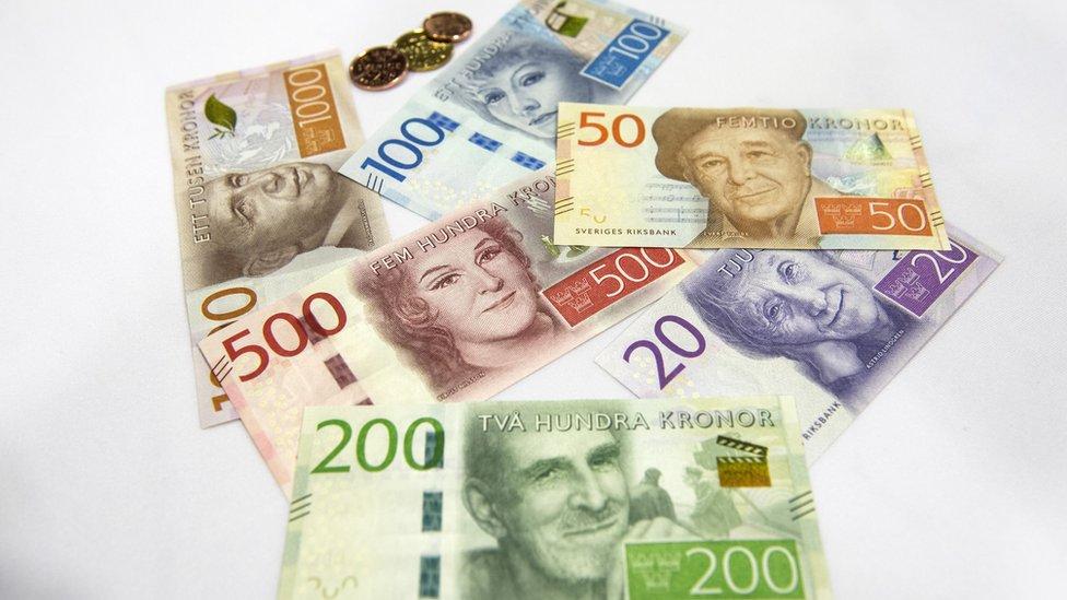 Los nuevos billetes que emitió Suecia ?con el ícono de Hollywood Greta Garbo decorando el de 100 coronas- no tienen mucho uso.
