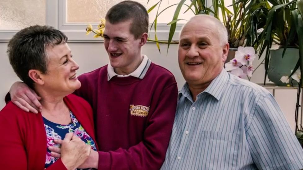 """""""Somos una prueba viviente de que siempre hay esperanza"""", dice Peter, el padre de Liam."""