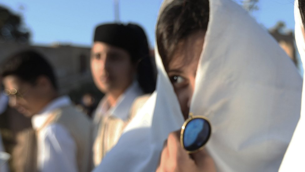 _94747854_libyanveiledwomen.jpg