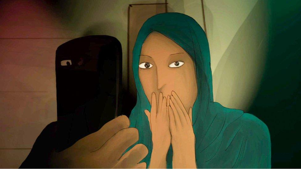 Mujer cubierta con velo y un celular