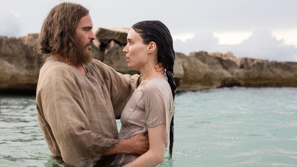 Joaquin Phoenix y Rooney Mara en