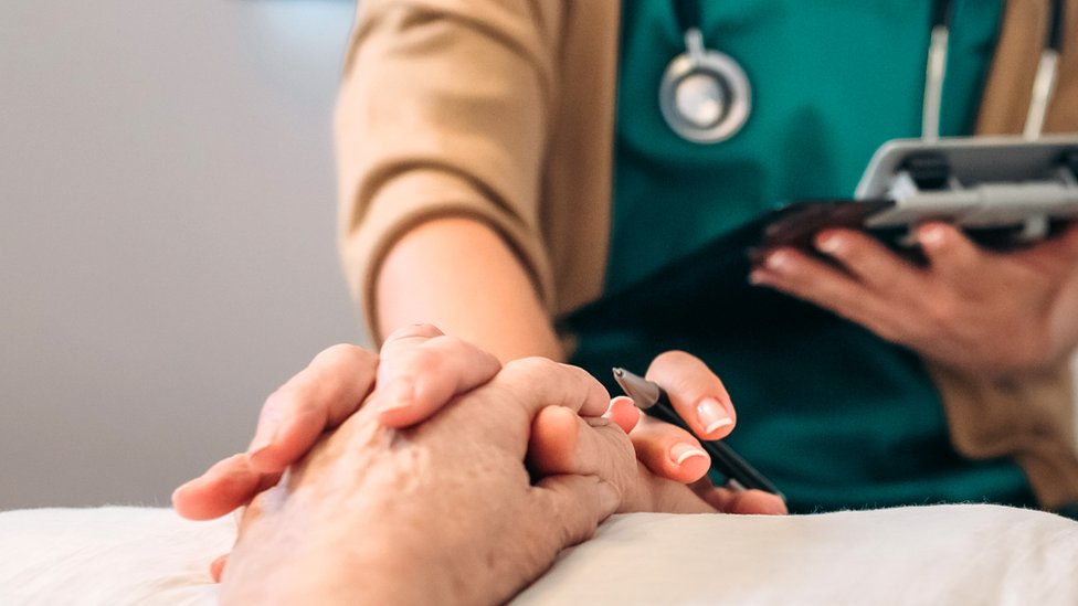 Assisted dying: Doctors' group adopts neutral position