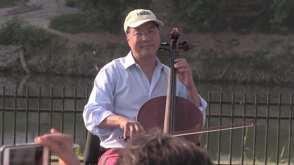 Cellist Yo-Yo Ma plays Bach at US-Mexico border