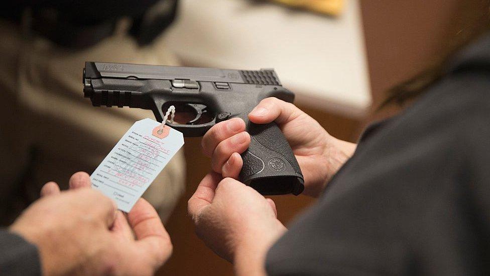 Para muchos estadounidenses, aprender a disparar formó parte de su infancia y adolescencia.
