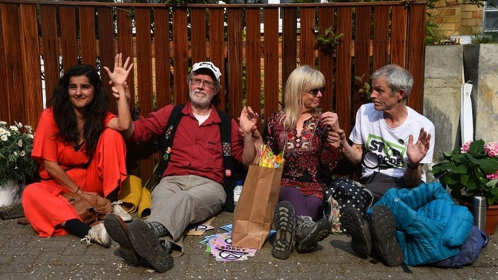 Activists chained to Corbyn's home