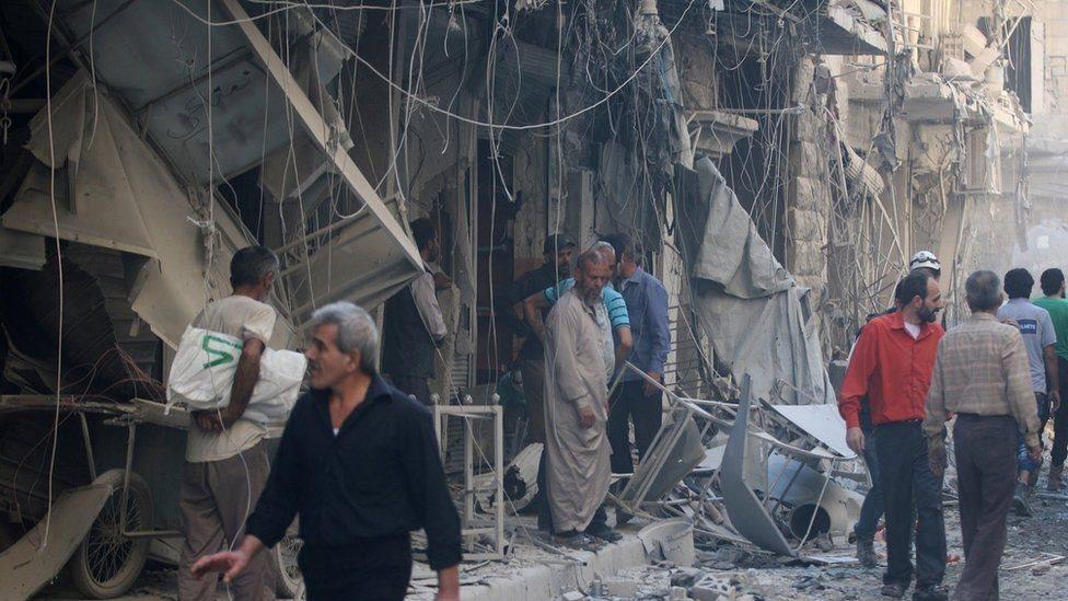 'د حلب ختیځ کې د روسیې بمبارۍ ۲۵ ولسي وګړي وژلي'