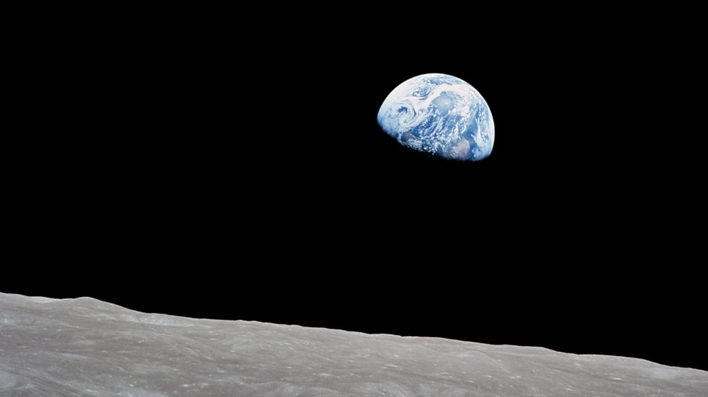 How Apollo 8 Astronauts took the famous 'Earthrise' photograph | BBC