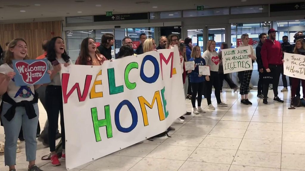 Irish abortion referendum: A warm welcome #HomeToVote in Dublin | BBC