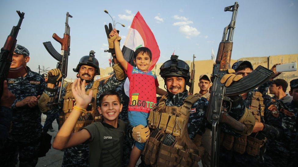 Celebración de las fuerzas iraquíes en Mosul