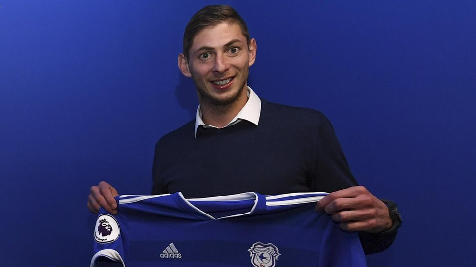 Emiliano Sala: Missing Cardiff City FC player 'sent message from plane'