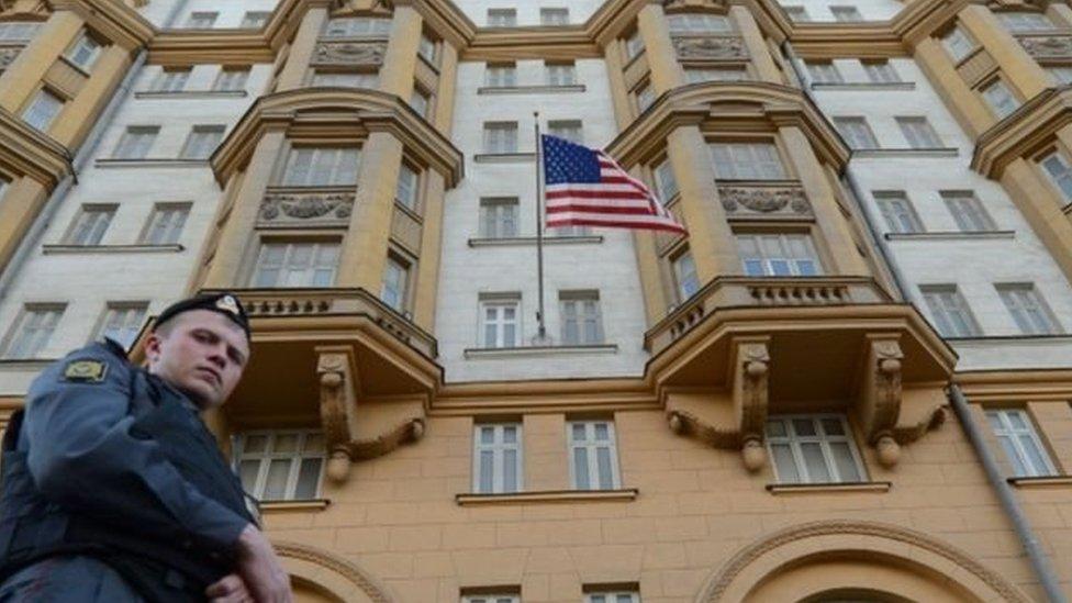 حراسة مشددة على السفارة الأمريكية في روسيا