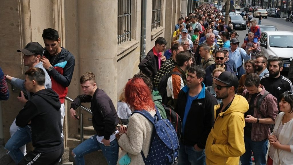European Elections 2019: Romanians across Europe queue at polling stations