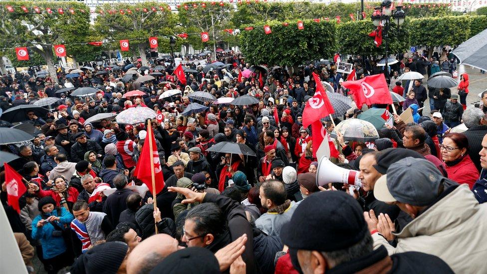 مسيرة احتجاج على عودة المسلحين في تونس