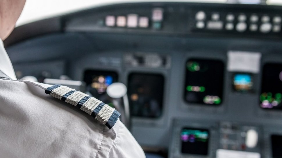 HIV positive man unable to become a commercial pilot