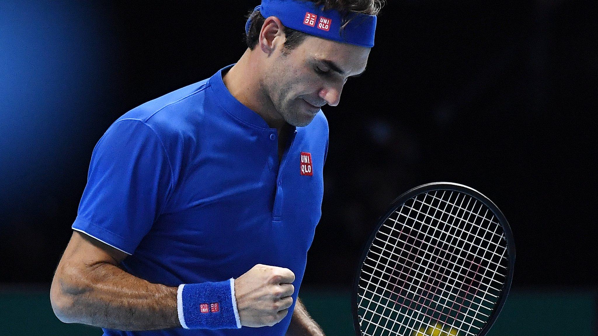 Federer wins to keep alive ATP Finals hopes