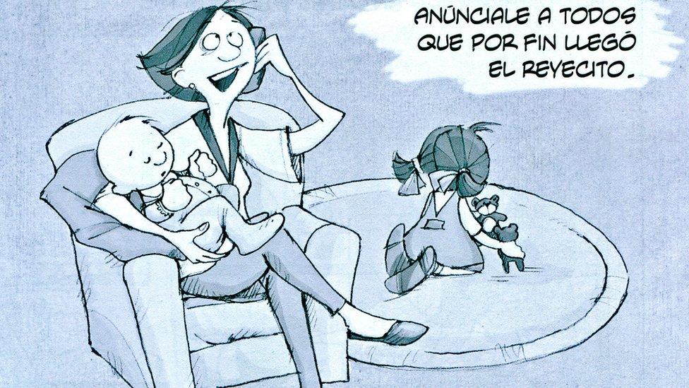 """Caricatura donde una mujer habla por teléfono y anuncia el nacimiento del """"reyecito"""" de la casa. (Crédito: Eva Lobatón)"""