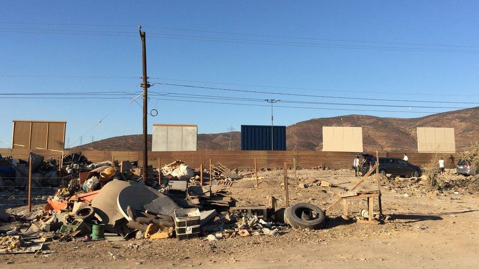 Imagen de los prototipos de muro desde el lado mexicano (Foto: BBC Mundo/Beatriz Díez)