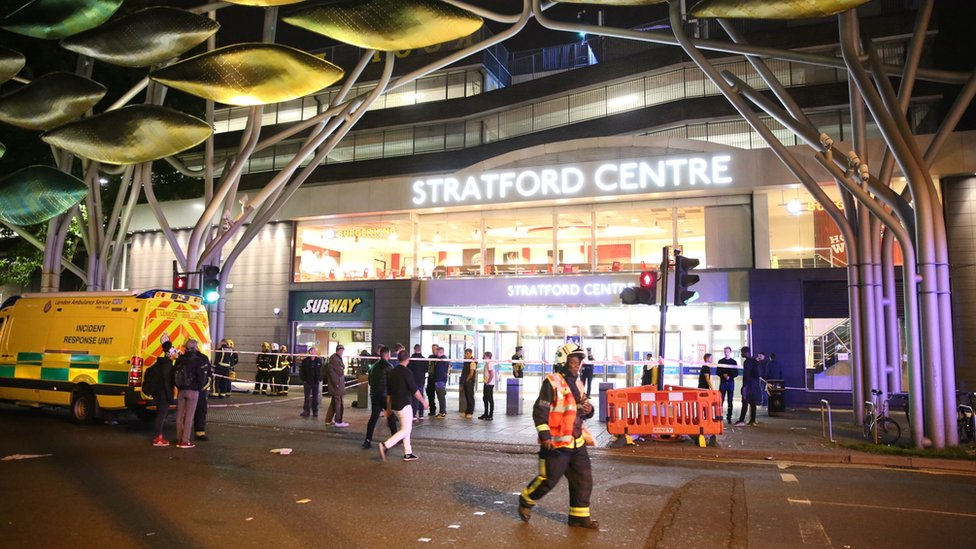 الشرطة تطوق مركز تسوق شرقي لندن إثر هجمات بالحمض