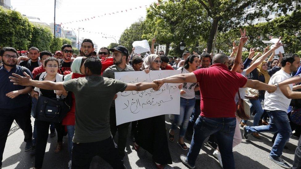 مظاهرات للشباب الغاضب في تطاوين