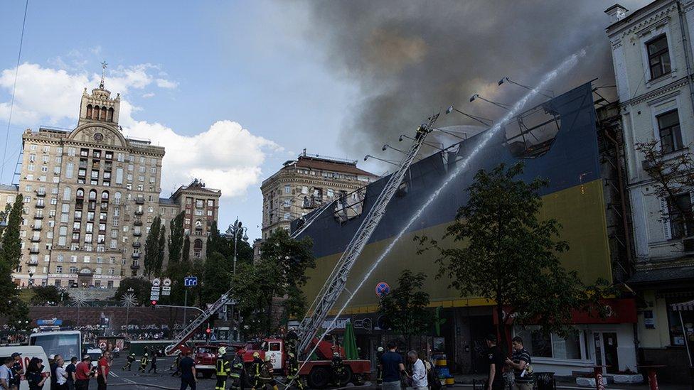 В здании на Крещатике, где был пожар, тлела балка