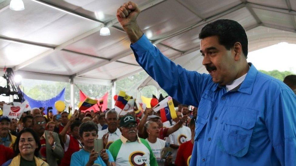 Venezuela crisis: US sanctions 13 top officials