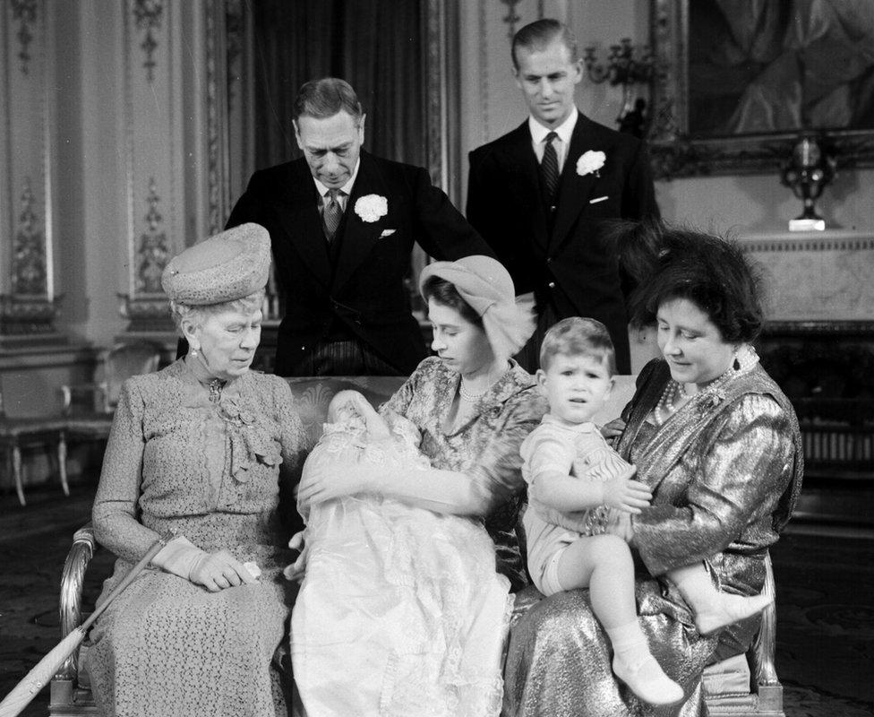 الأميرة آن عُمِّدت في قصر بكنغهام في عام 1950
