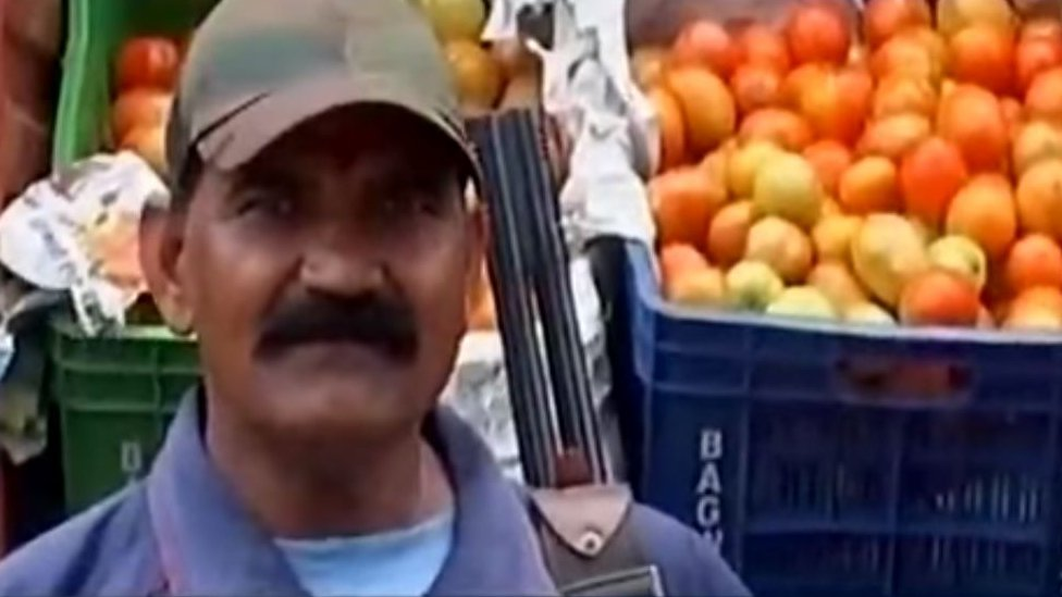 Armed guards for tomatoes in India as prices rise