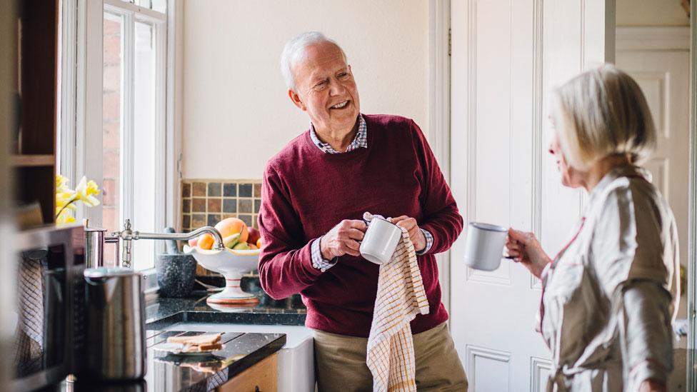 Muchos de nosotros viviremos por décadas tras retirarnos pero los sistemas de jubilación ya no dan abasto.