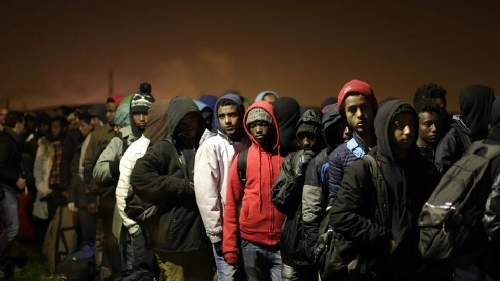 Calais migrants: France begins to clear 'Jungle' camp
