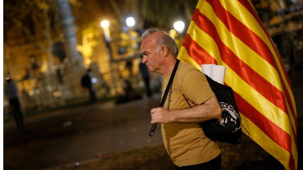 Muchos manifestantes se marcharon decepcionados tras el discurso de Puigdemont.