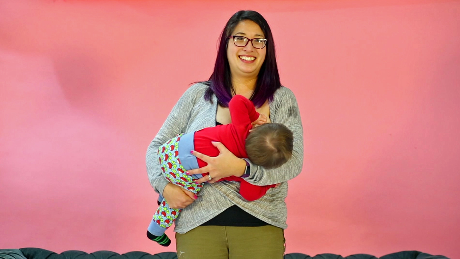 Breastfeeding and formula feeding mums share stories