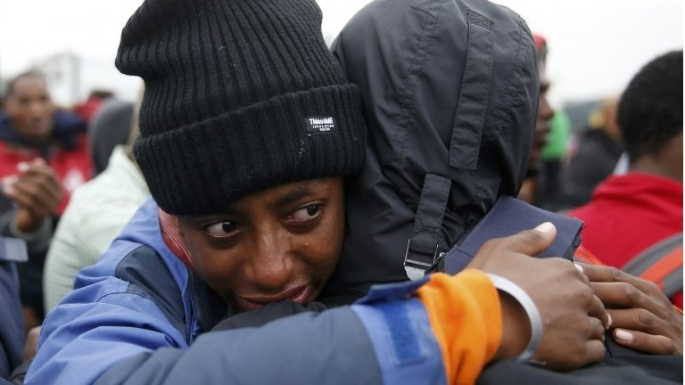 Calais migrants: Hundreds moved from 'Jungle' camp