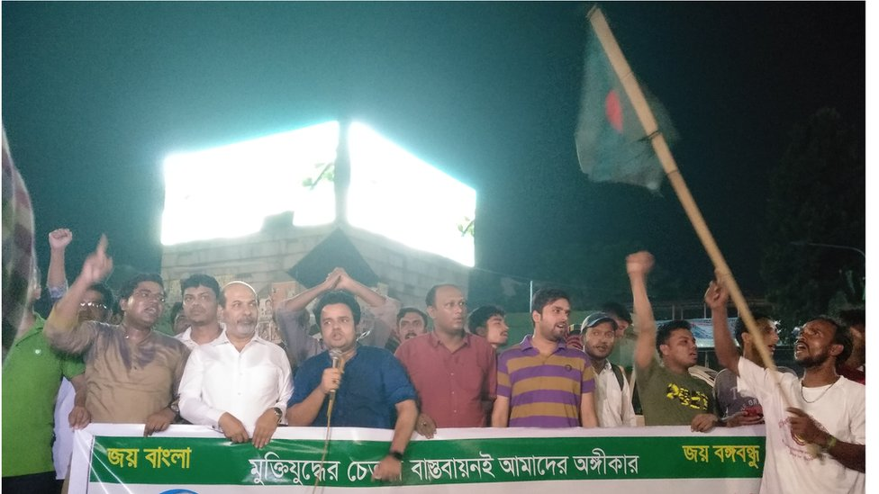মুক্তিযোদ্ধা কোটা পুনর্বহালের দাবিতে ঢাকার শাহবাগ অবরোধ