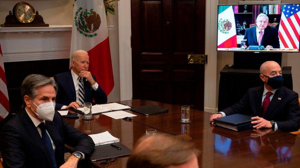 "Biden asegura que quiere ""ver a México como un igual"" en su primer  encuentro virtual con López Obrador - BBC News Mundo"